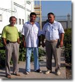 Баходир Аминов (слева) с друзьями. Фото ИА Фергана.Ру
