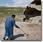 Качающийся камень и следы Ноя. Фото ИА Фергана.Ру
