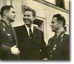 М.Рафиков (в центре) с Андрианом Николаевым