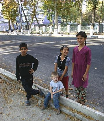 Ферганские дети. Фото ИА Фергана.Ру, 2005
