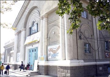 Кинотеатр им. А.Навои. Фото ИА Фергана.Ру, 2005