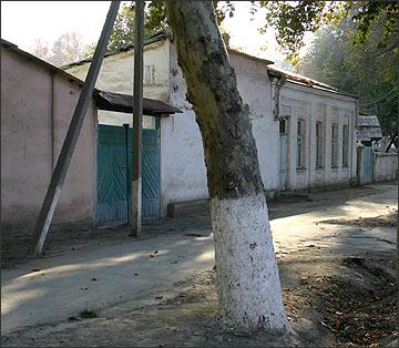 Типичная улочка «старой» Ферганы. Фото ИА Фергана.Ру, 2004