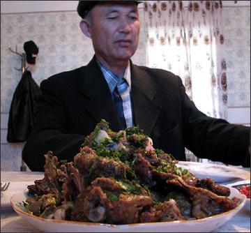 Блюдо из тушеного мяса ягнят