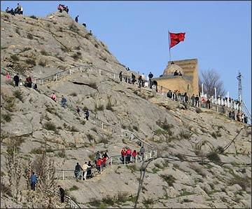 Паломники и туристы на Сулейман-горе
