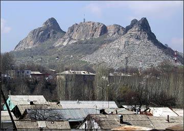 Сулейман-гора возвышается над южной столицей Кыргызстана