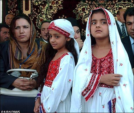 Афганские дети на торжественной церемонии открытия моста. Фото с ИА Фергана.Ру