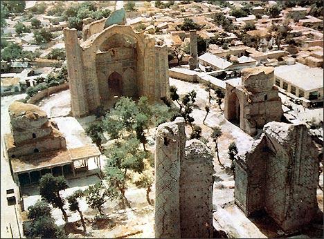Так выглядела мечеть Биби-Ханум на момент её консервации и начала реконструкции (1968 год)