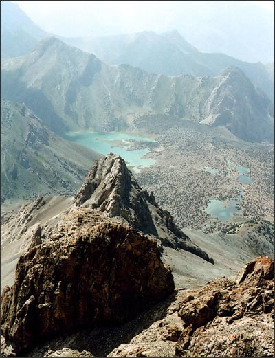 Вид сверху на долину Куликалонских озер. Фото автора
