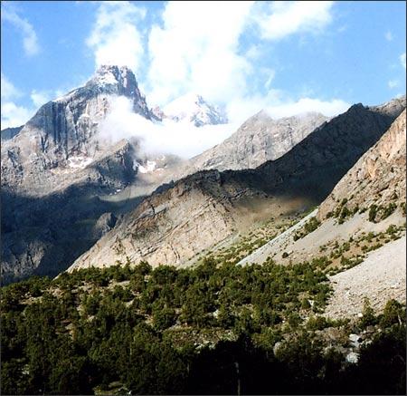 Вид из МАТЦ Вертикаль-Алаудин вверх по долине. Фото автора