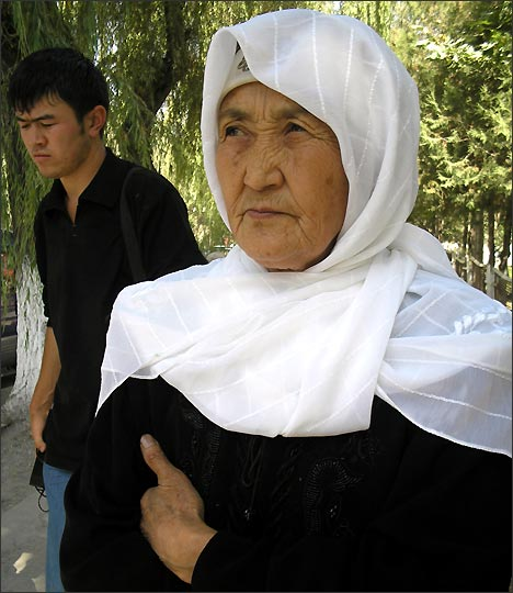 Grandmother Jibek Asanova. Photo by Ferghana.Ru