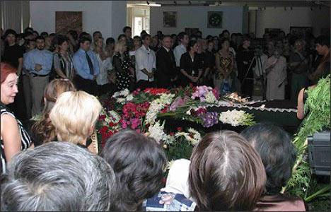 Прощание с М.Вайлем в Ташкенте. Фото с сайта театра Ильхом