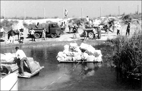 Переправа через реку Келес. Фотография сделана сотрудниками военной прокуратуры, которые зафиксировали факт бездействия пограничников