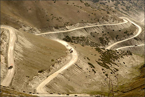 Вид на серпантин с перевала Талдык. Фото ИА Фергана.Ру