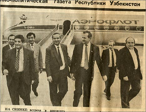 Запечатленное мгновенье: встреча российской делегации в ташкентском аэропорту. «Правда Востока», 9 октября 1991 года
