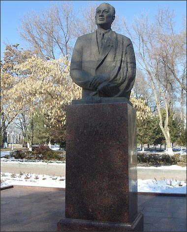 Ташкент. Памятник Шарафу Рашидову
