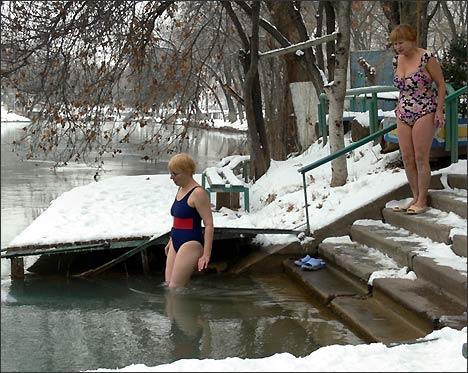 Зимние купальщики на станции Морж