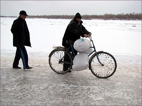 Переправа через замерзшую Амударью. 6 февраля 2008 года