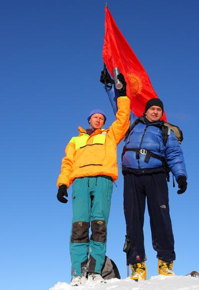 Флаг Санты на киргизской горе