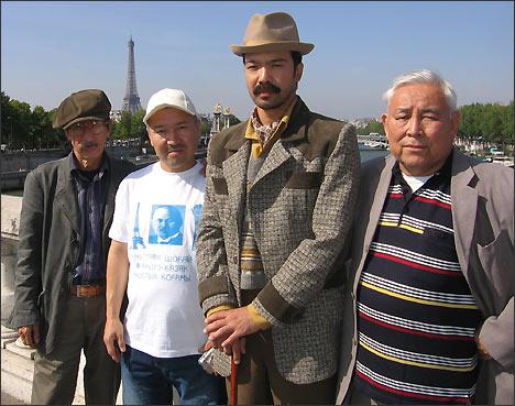 На съемках фильма Мустафа Шокай в Париже