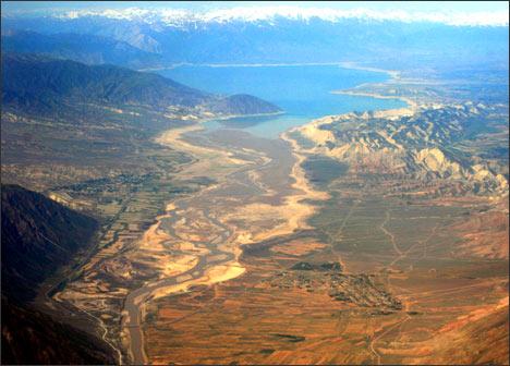 Токтогульское водохранилище. Фото с самолета.