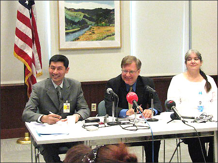 Посол США в Узбекистане Ричард Норланд (в центре)