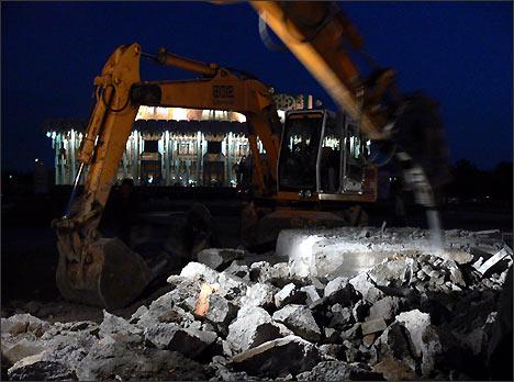 Снос памятника начался ночью