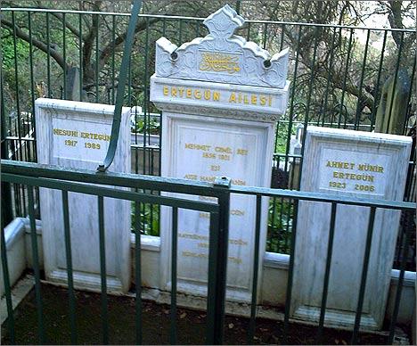 Семейная могила Эртегюнов (фото автора)