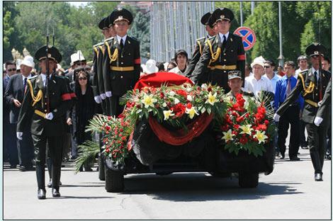 Aitmatov's funeral. АКИpress photo