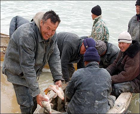 Казахстанские рыбаки. Фото с веб-сайта Всемирного банка