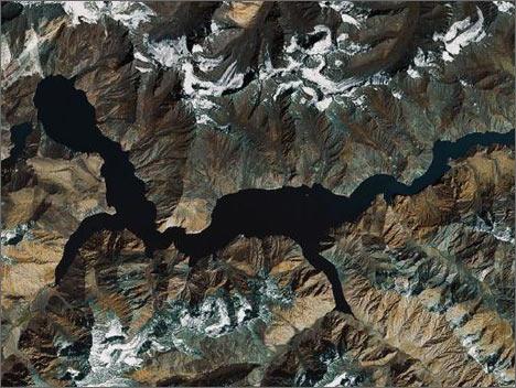Снимок Сарезского озера со спутника. Maps.Google.Com