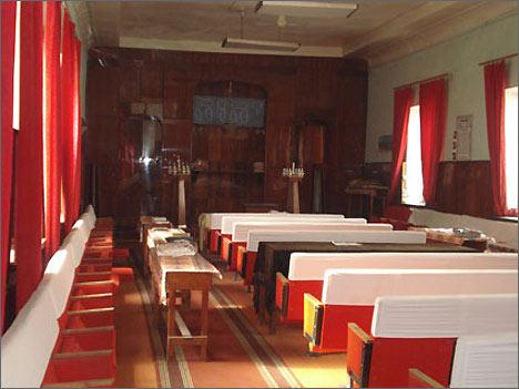 Внутреннее убранство снесенной синагоги в Душанбе