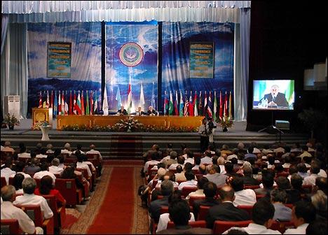 Большой зал государственного комплекса Кохи Вахдат здесь проходила работа Конференции
