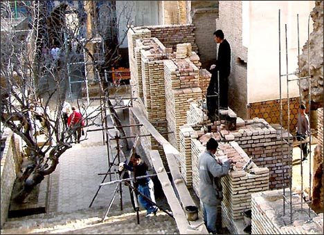 Samarkand. Restoration of the Shah-i-Zinda Complex in 2005. Photo by Ferghana.ru