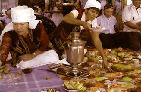 Уральские женщины на празднике Наурыз. Март 2008 года. Фото из архива общества Шынырак