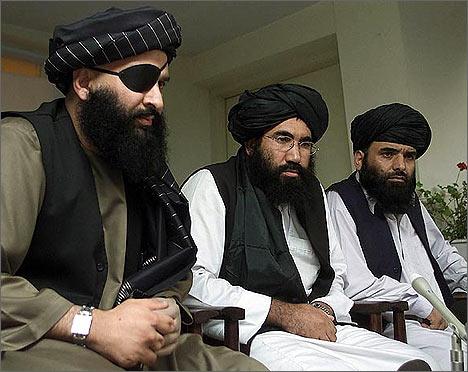 Верховные талибы всегда носят черные тюрбаны и белые одежды