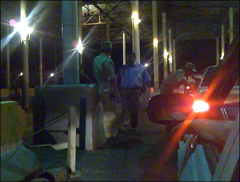 Проверка документов и багажа на выезде из Коканда. Фото автора