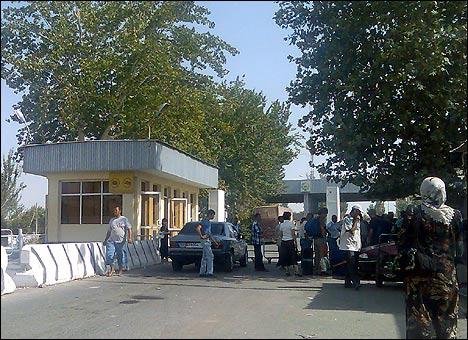 КПП Дустлик. Фото автора