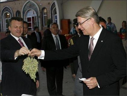 Президент Латвии на Алайском базаре Ташкента