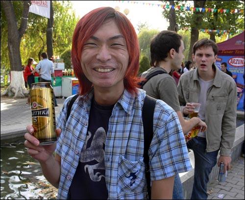 Фестиваль пива в Ташкенте. Довольный участник праздника