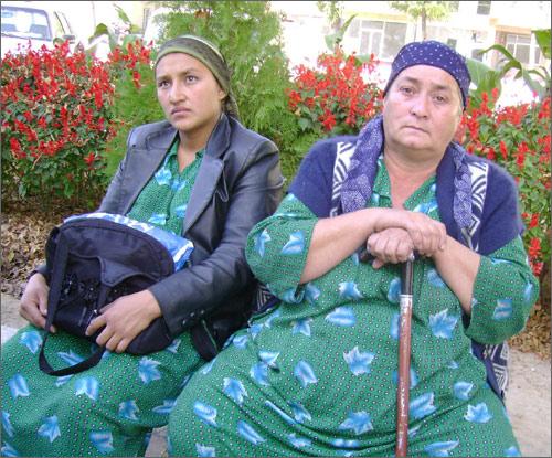 Жена и мать Музаффара Туйчиева