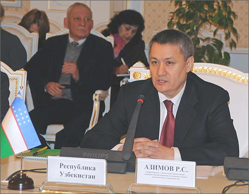 Рустам Азимов на заседании таджикско-узбекской межправкомиссии в Душанбе, 18 февраля 2009 года