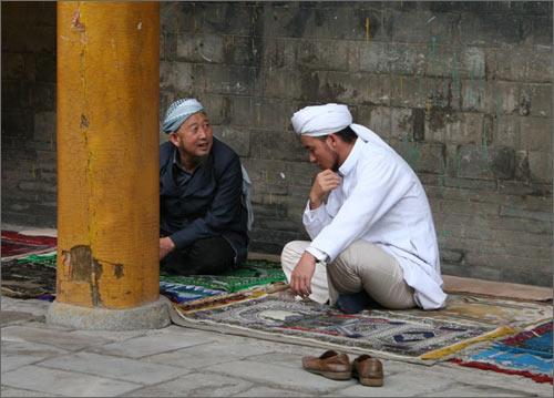 Перед молитвой в мечети Цаотаньбай
