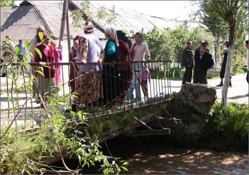 Теперь возле этого моста стоит погранпост
