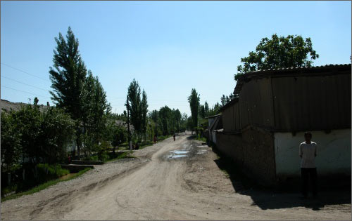 Now this street is behind the checkpoint Photo © Ferghana.Ru