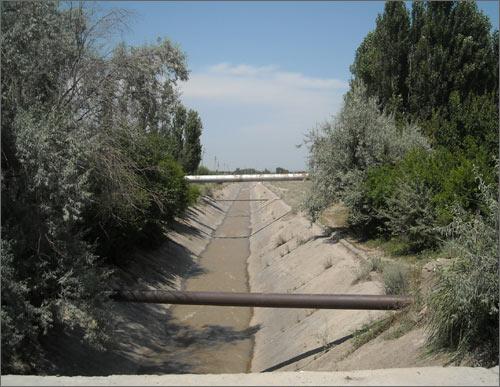 Речка несет свои воды через границу беспрепятственно