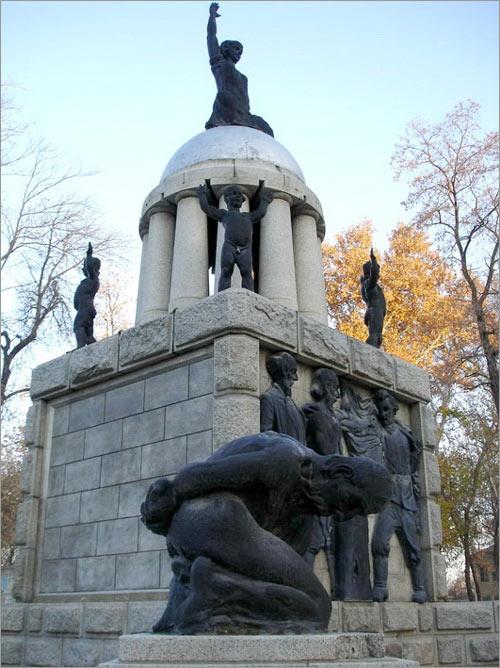 Самарканд. Памятник Свободе