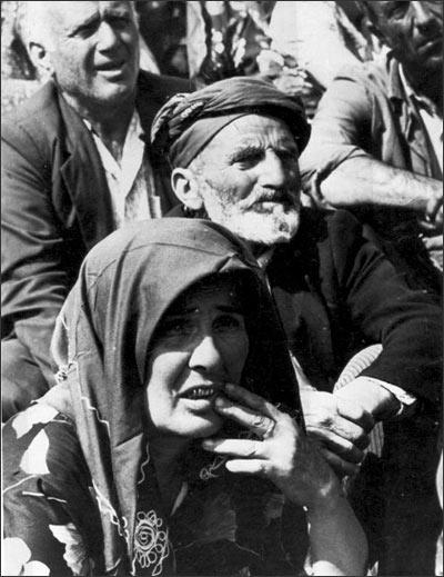 Перед эвакуацией из Ферганы семьи пострадавших турок вывозили на военный полигон за городом, где они находились под охраной от погромщиков