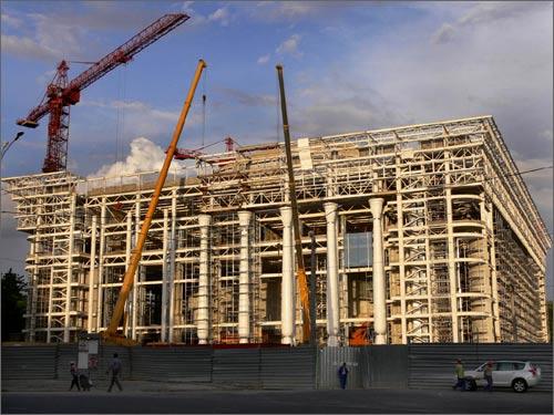 Дворец форумов строится ускоренными темпами
