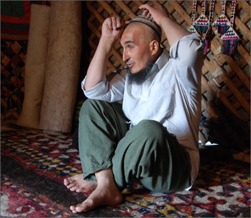 Khangeldy, yurt maker