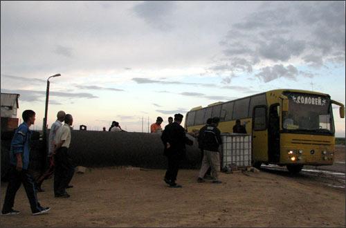 Автобус с узбекскими гастарбайтерами движется в Москву